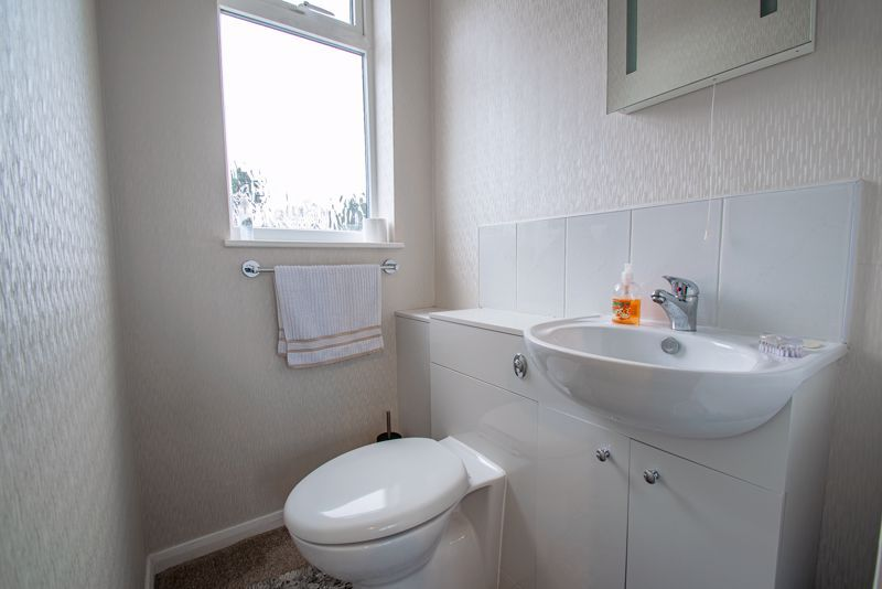 4 bed house for sale in Monument Lane 9