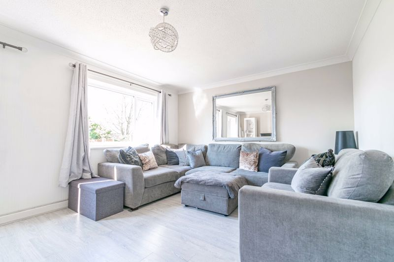 3 bed house for sale in Churchward Close 2