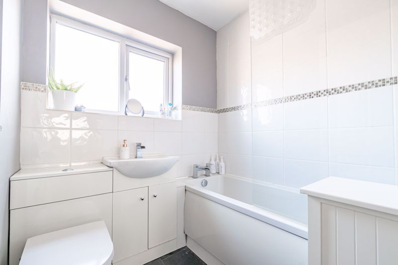 3 bed house for sale in Churchward Close 11