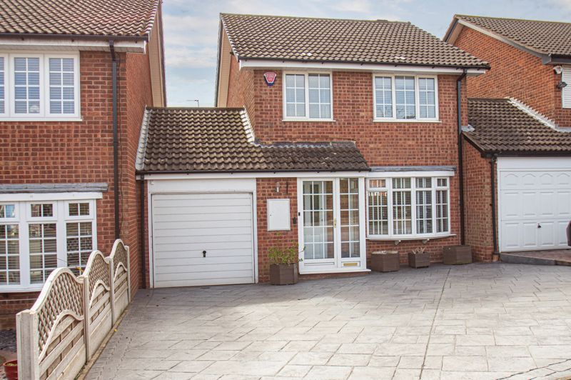 3 bed house for sale in Marshwood Croft - Property Image 1