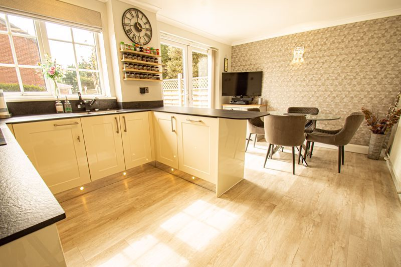 3 bed house for sale in Marshwood Croft 5