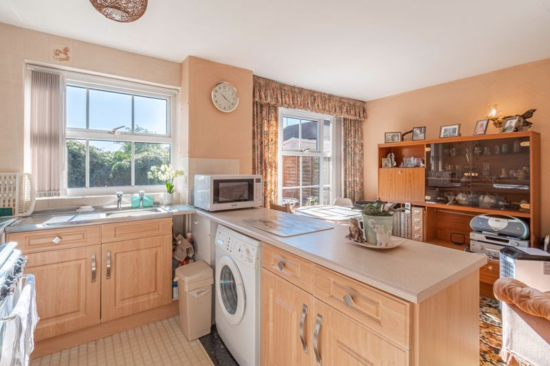 3 bed house for sale in Maisemore Close 2
