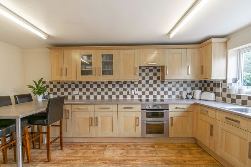 3 bed house for sale in The Meadway 2