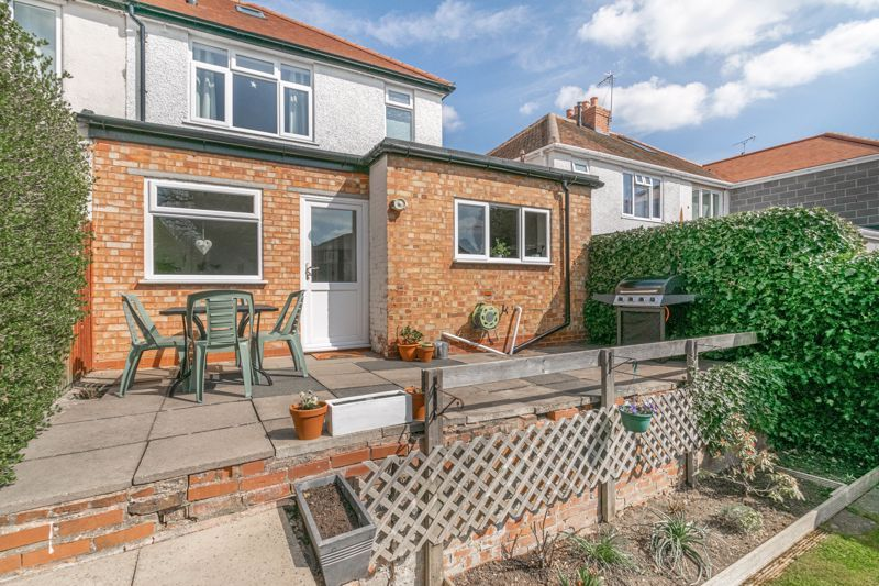3 bed house for sale in The Meadway 12
