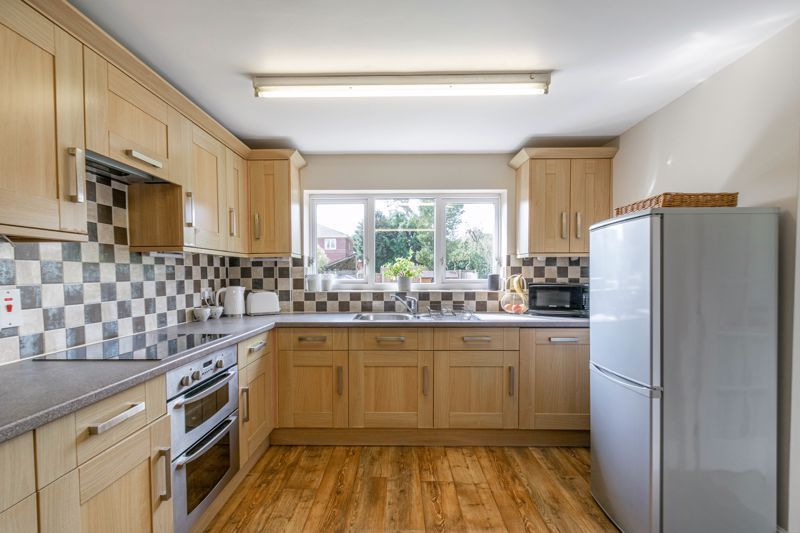 3 bed house for sale in The Meadway 3