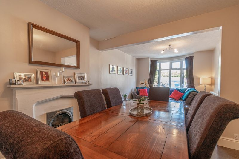 3 bed house for sale in The Meadway 6