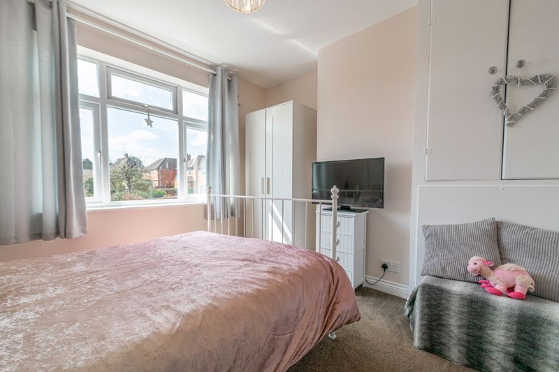 3 bed house for sale in The Meadway 9