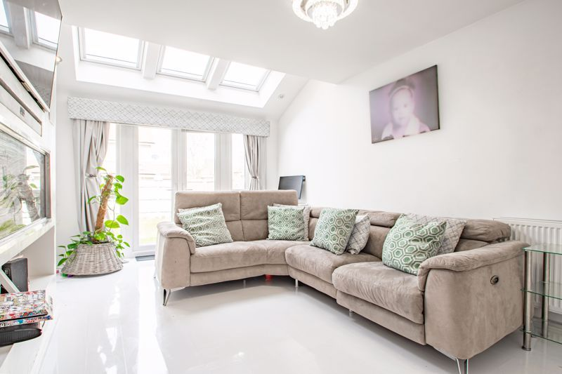 4 bed house for sale in Aynsley Drive 3