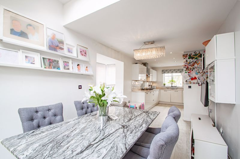 4 bed house for sale in Aynsley Drive 5