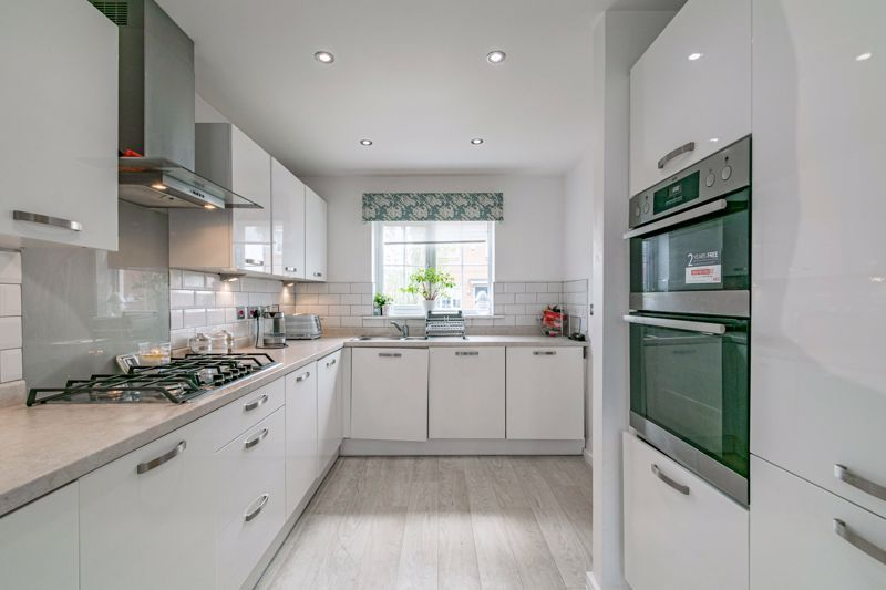 4 bed house for sale in Aynsley Drive 6