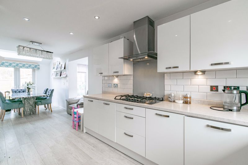 4 bed house for sale in Aynsley Drive 7