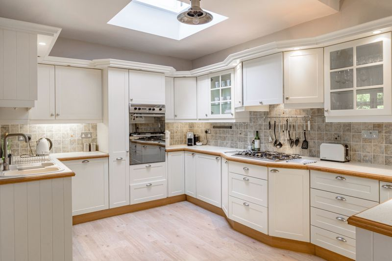 4 bed house for sale in Alcester Road 6