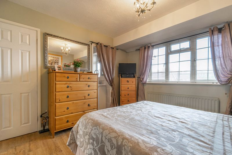 3 bed house for sale in Home Meadow Lane 16