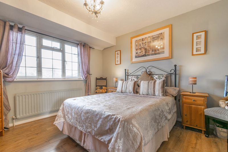 3 bed house for sale in Home Meadow Lane 6