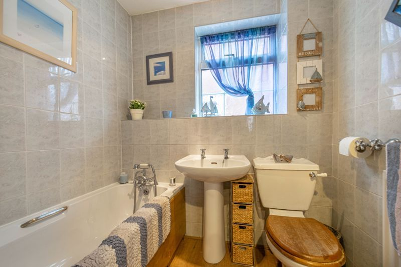 3 bed house for sale in Home Meadow Lane  - Property Image 10