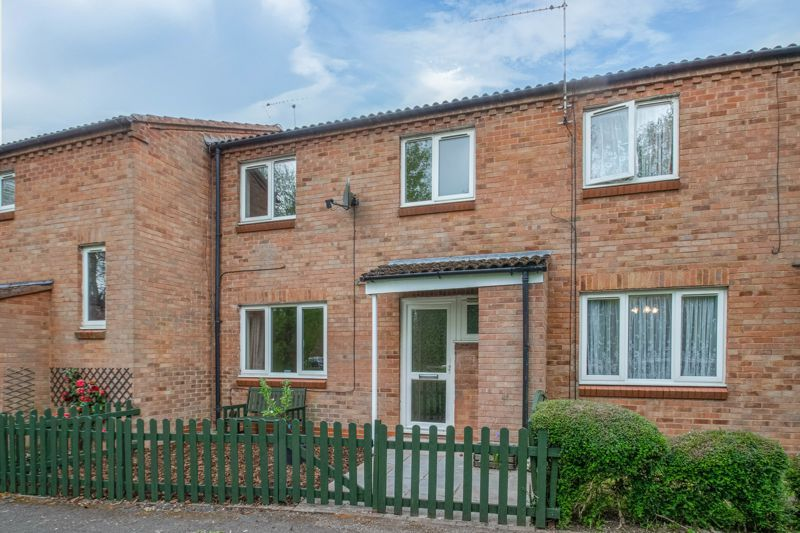 3 bed house for sale in Barnwood Close 1