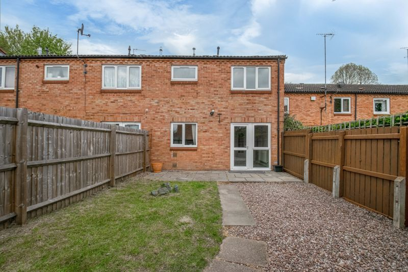 3 bed house for sale in Barnwood Close 13