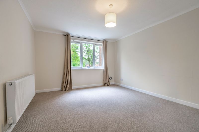 3 bed house for sale in Barnwood Close 5