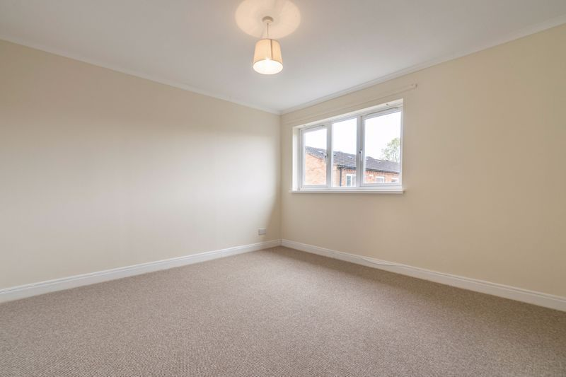 3 bed house for sale in Barnwood Close 7