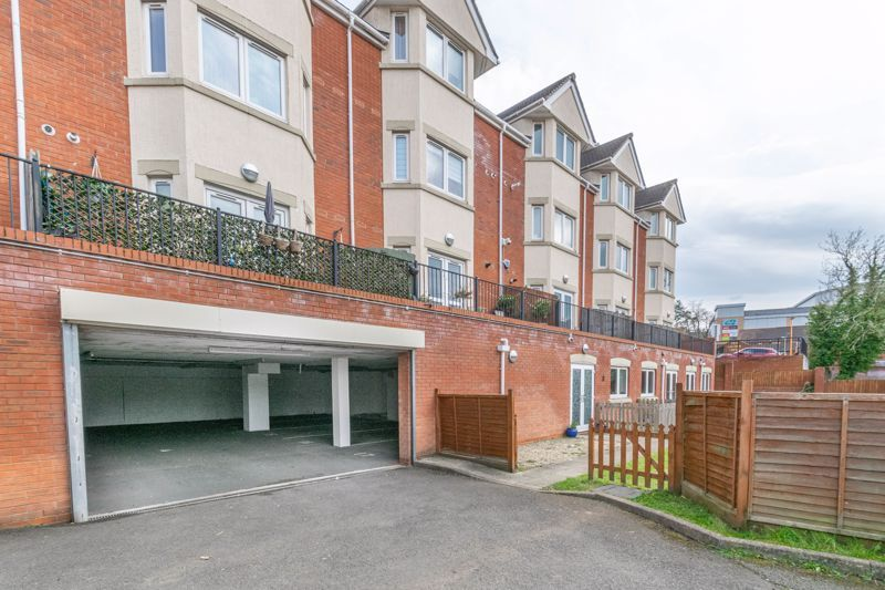 1 bed flat for sale in Hewell Road 11