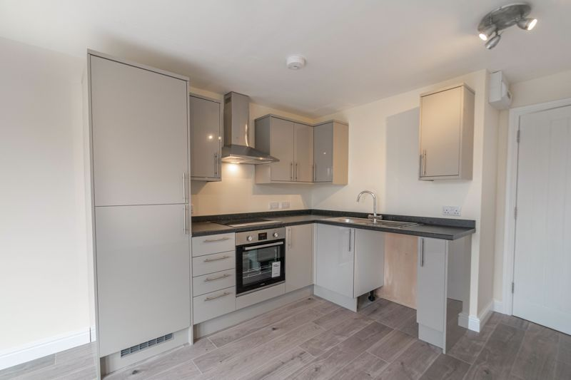 1 bed flat for sale in Hewell Road  - Property Image 3