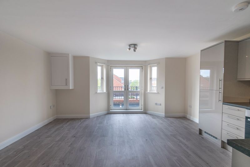 1 bed flat for sale in Hewell Road  - Property Image 5