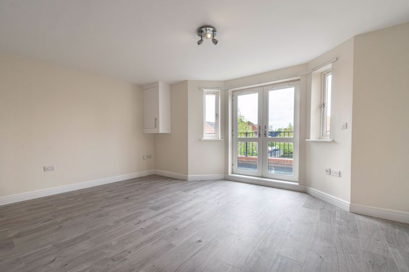 1 bed flat for sale in Hewell Road 6