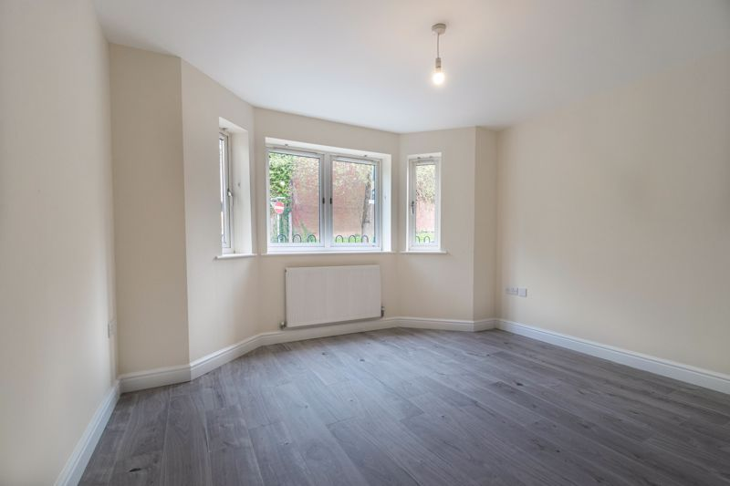 1 bed flat for sale in Hewell Road 8