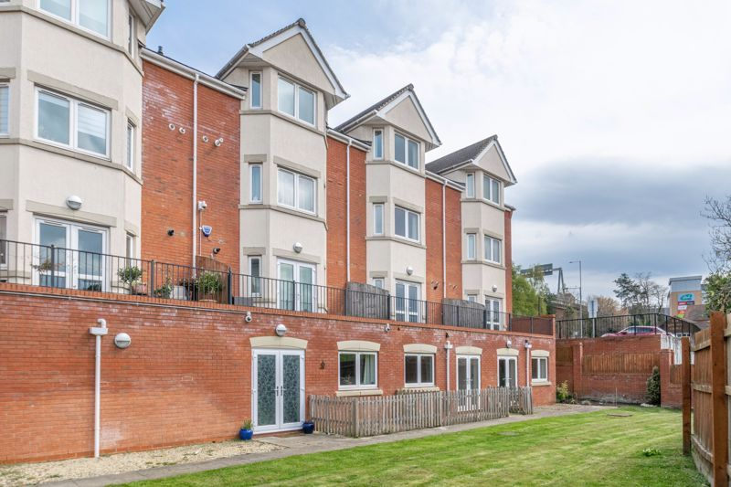 1 bed flat for sale in Hewell Road 10