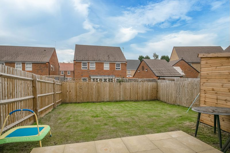 2 bed house for sale in Ivyleaf Close 11