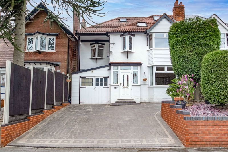 5 bed house for sale in Spies Lane - Property Image 1