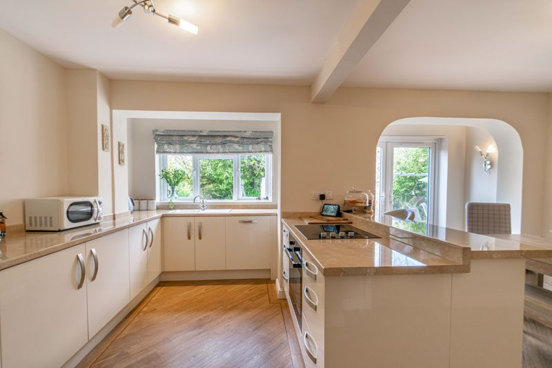 6 bed house for sale in Stableford Close 2