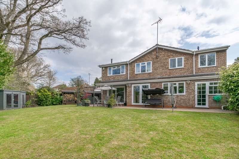 6 bed house for sale in Stableford Close 13