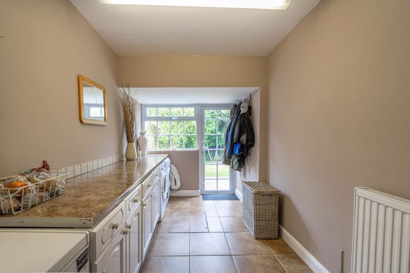 6 bed house for sale in Stableford Close 16