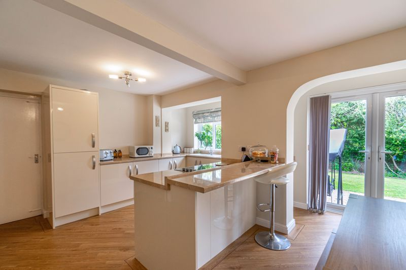 6 bed house for sale in Stableford Close 3