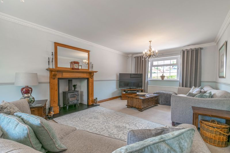6 bed house for sale in Stableford Close 4