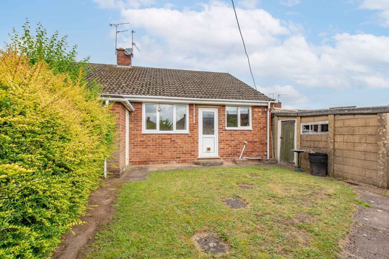 2 bed bungalow for sale in Cedar Close 11