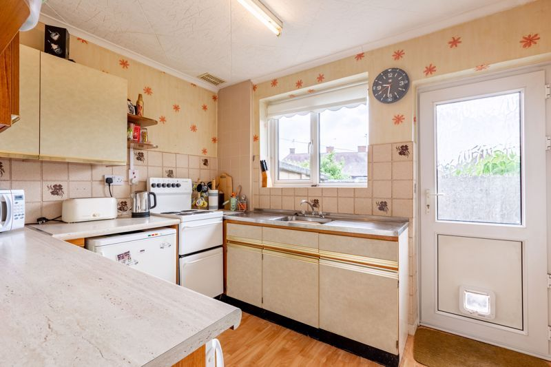 2 bed bungalow for sale in Cedar Close 3
