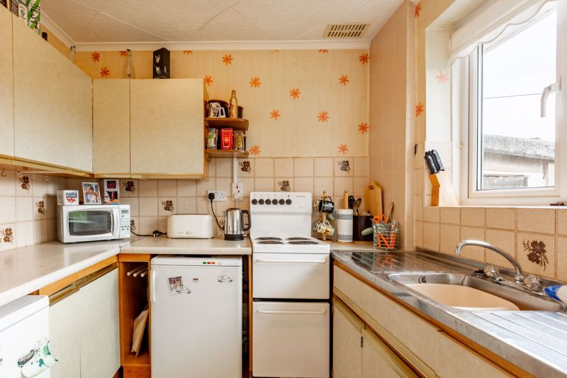 2 bed bungalow for sale in Cedar Close 4