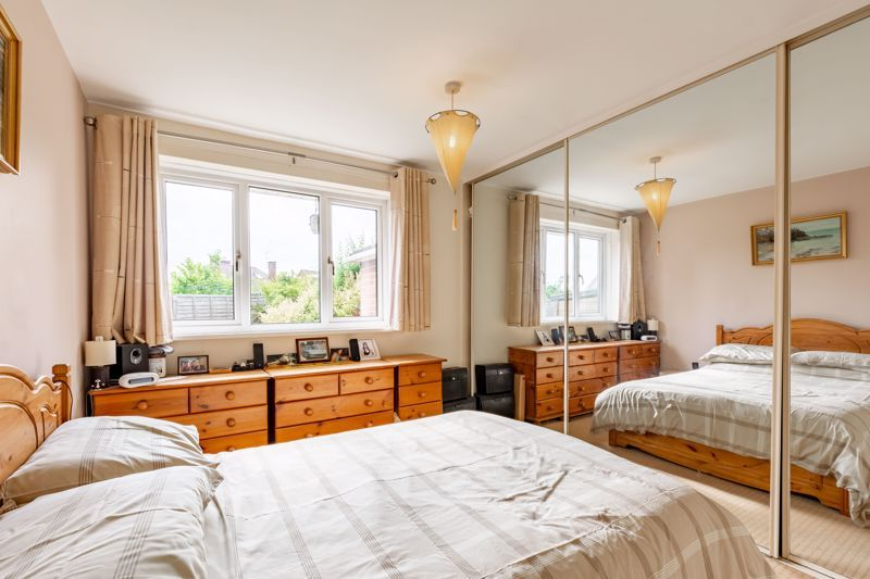 2 bed bungalow for sale in Cedar Close 5