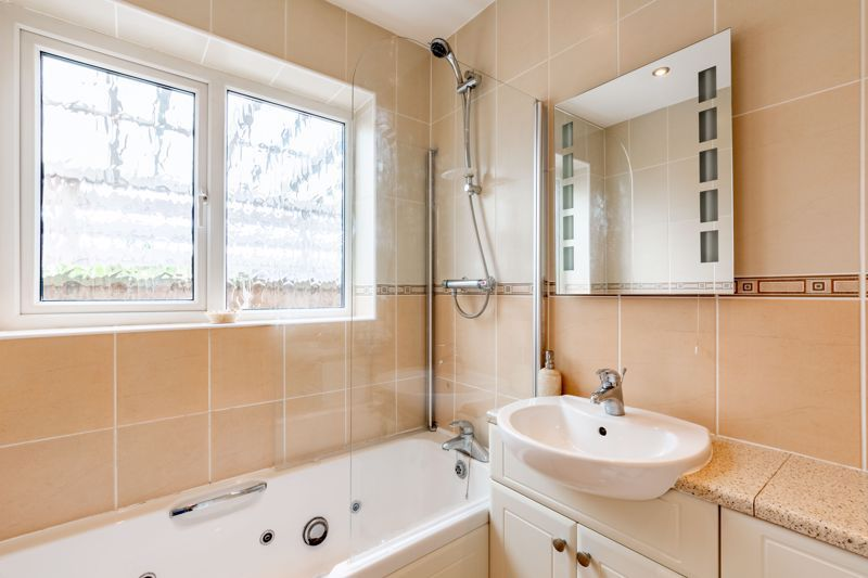 2 bed bungalow for sale in Cedar Close 7