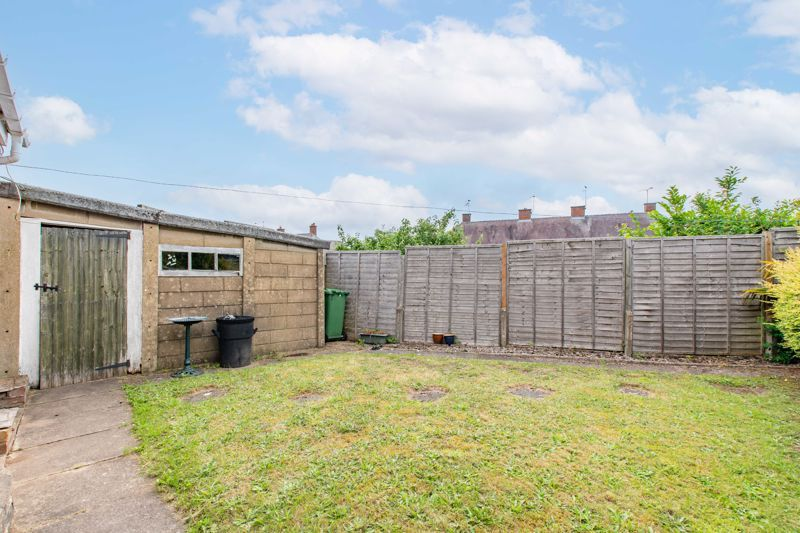 2 bed bungalow for sale in Cedar Close 9