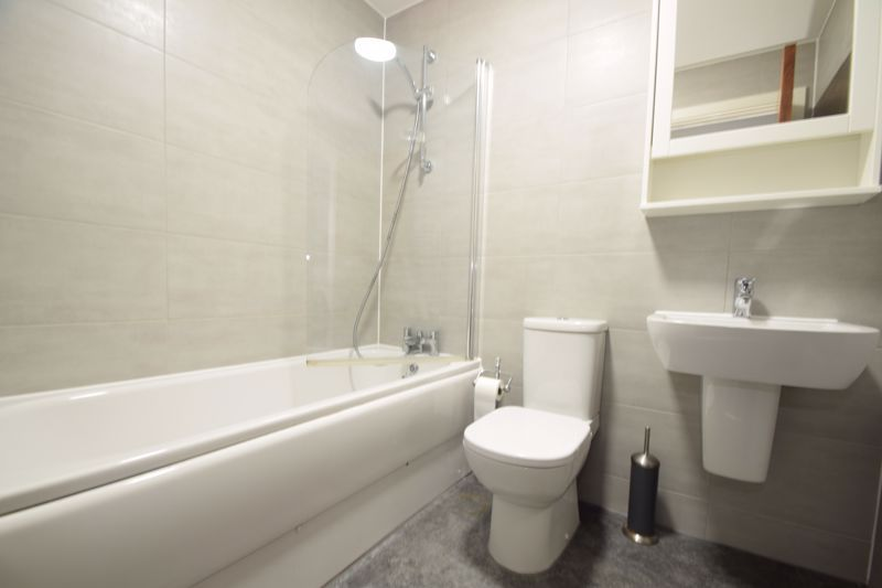 2 bed flat for sale in Waterfront West  - Property Image 9