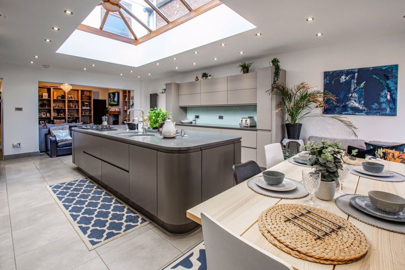3 bed house for sale in Lorne Street 2
