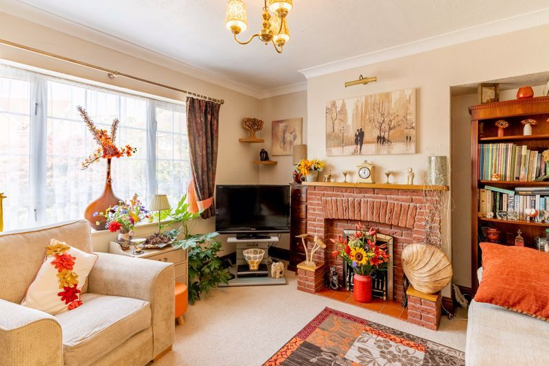 4 bed house for sale in Churchfields Close 2