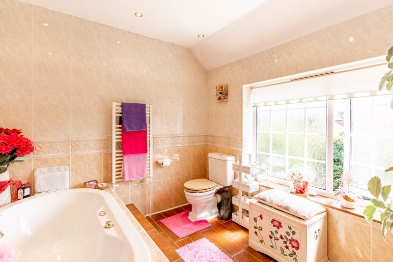 4 bed house for sale in Churchfields Close 11