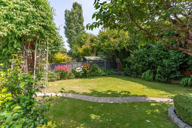 4 bed house for sale in Churchfields Close 12