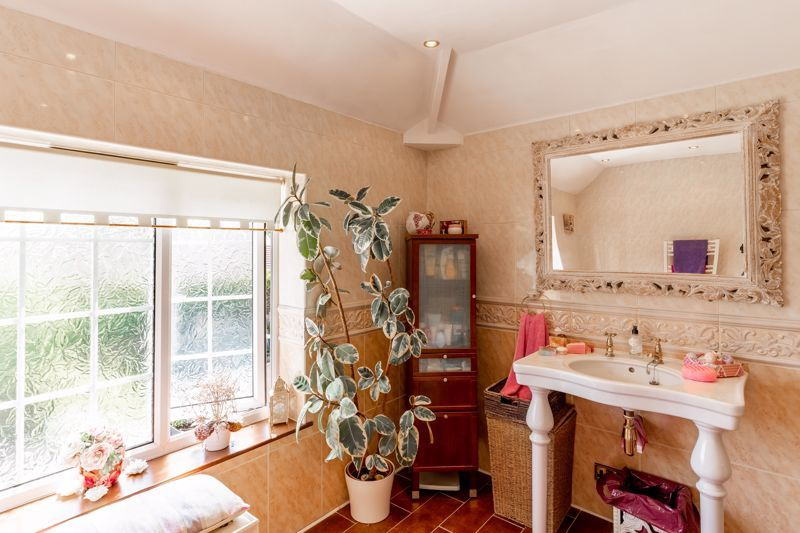 4 bed house for sale in Churchfields Close  - Property Image 18