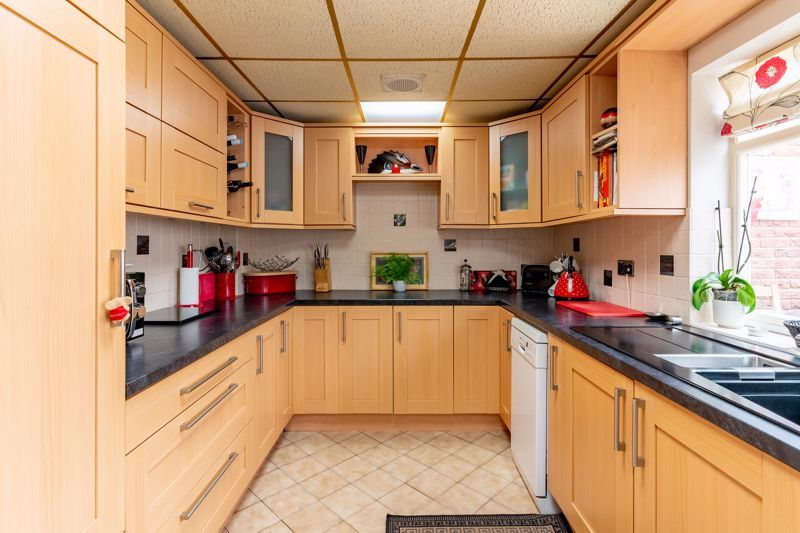 4 bed house for sale in Churchfields Close 3