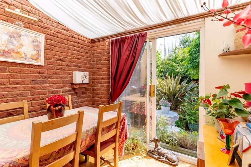4 bed house for sale in Churchfields Close  - Property Image 5